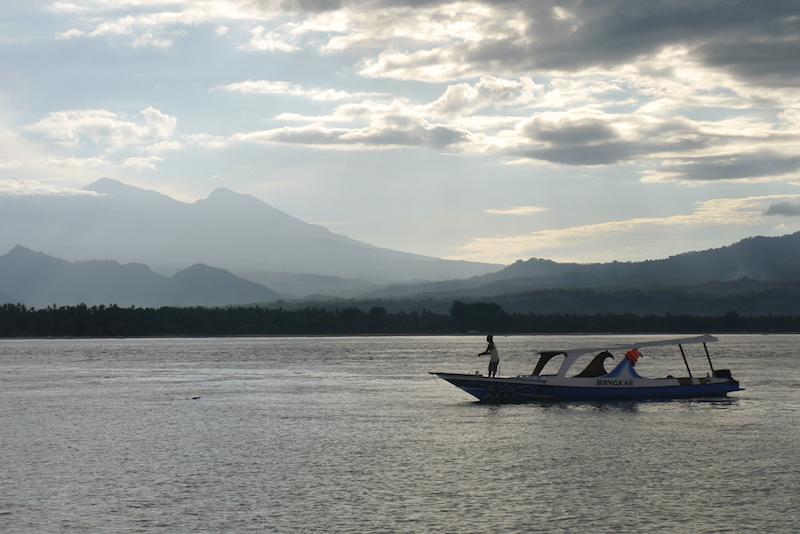 Nelayan yang siap menjemput rezeki