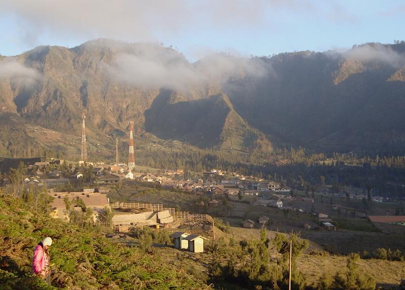 Pemukiman di sekitar Bromo pada pagi hari