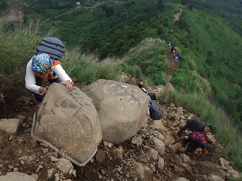 Jalur pendakian Gunung Batu