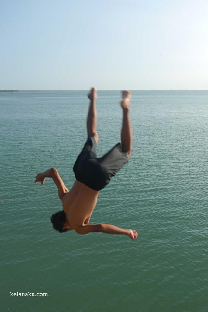 Melompat dan terus melompat