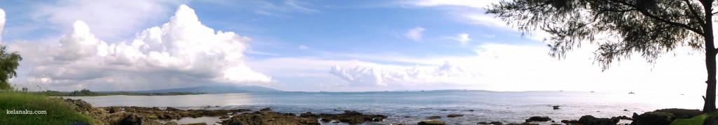 Siang di Pantai Bugel