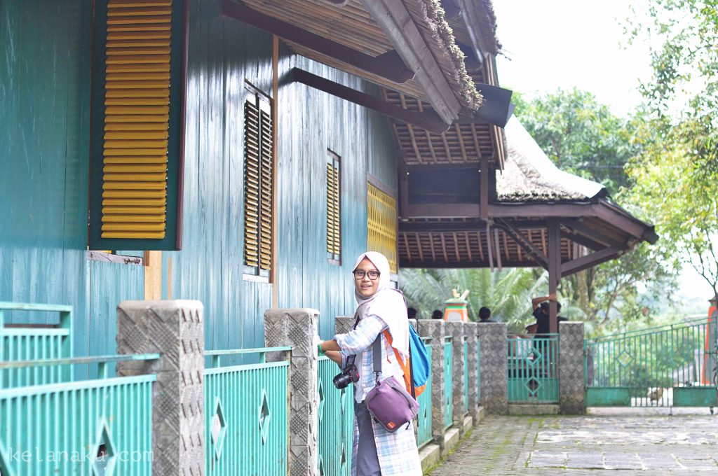 Bagian samping rumah gedong kampung urug_5069