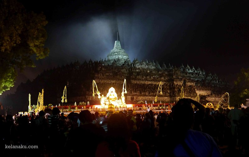 Waisak di Borobudur