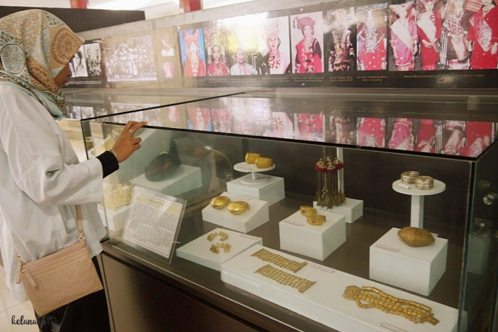 Perhiasan Khas Minangkabau