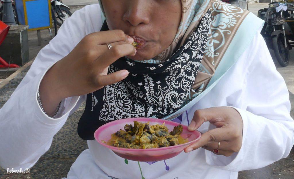 Kuliner seafood di Pantai Gandoriah, kelanaku.com