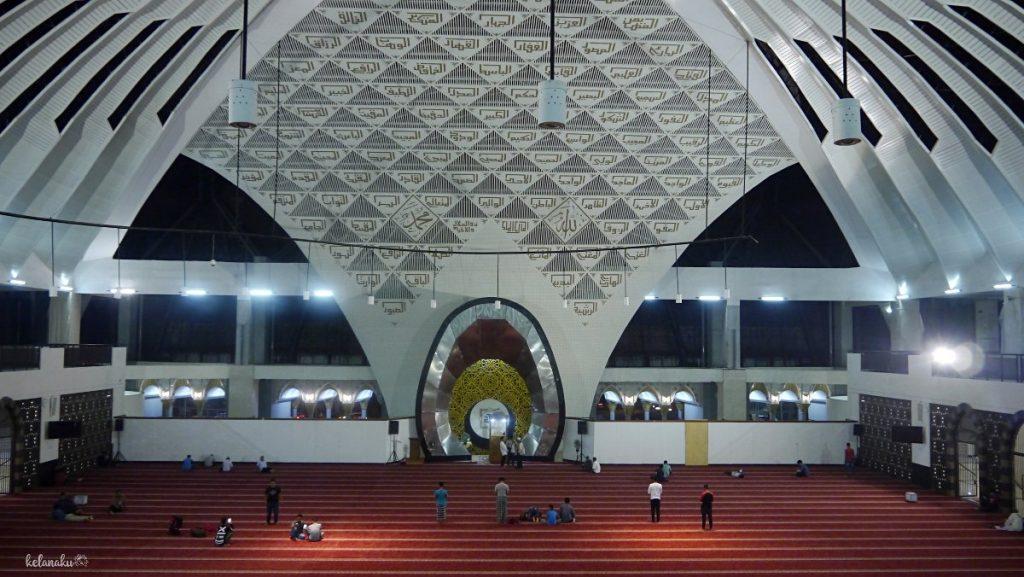Desain Interior Masjid Raya Sumatera Barat