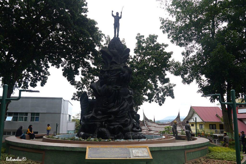 Tugu Pahlawan Tak Dikenal, Wisata Bukittinggi