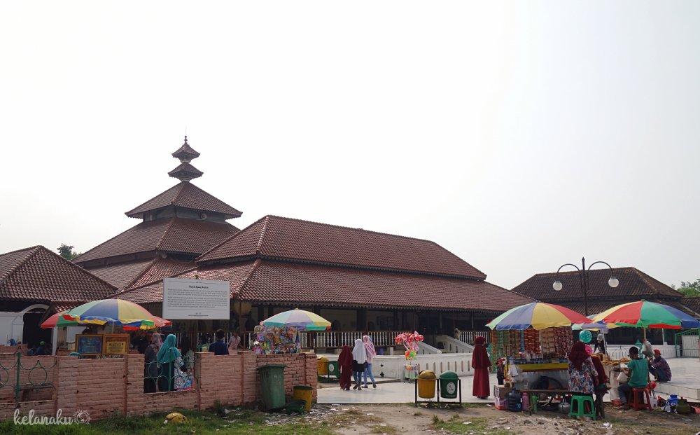 Pelataran Masjid Agung Banten