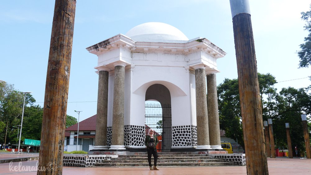 Wisata Bengkulu, Tugu Thomas Parr