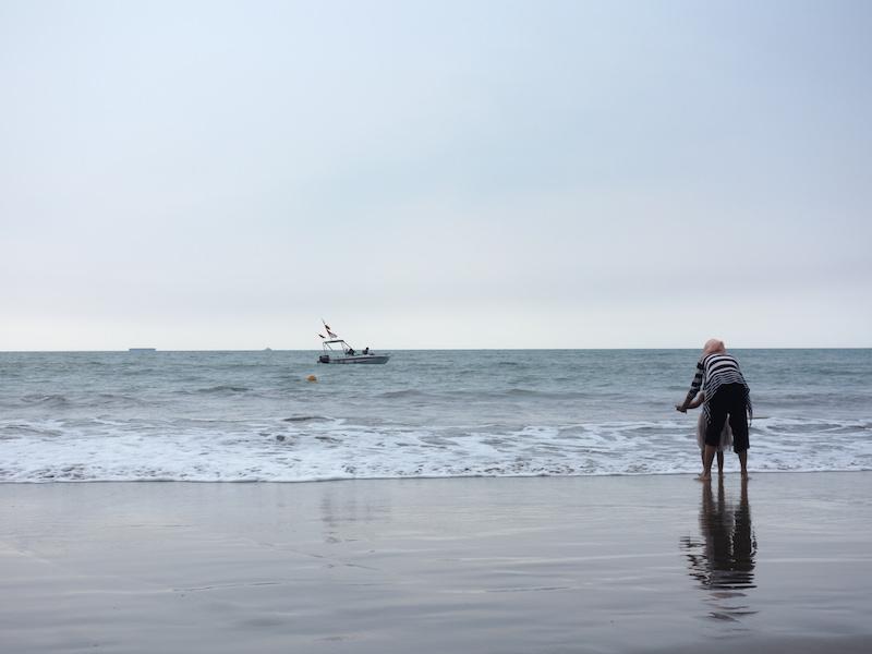 Bermain Ombak di Pantai Tawing