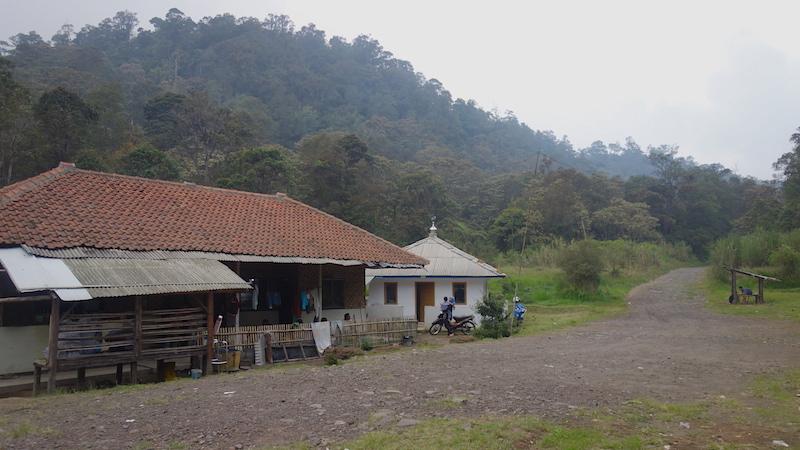 Penginapan, Mushola, dan Lapangan