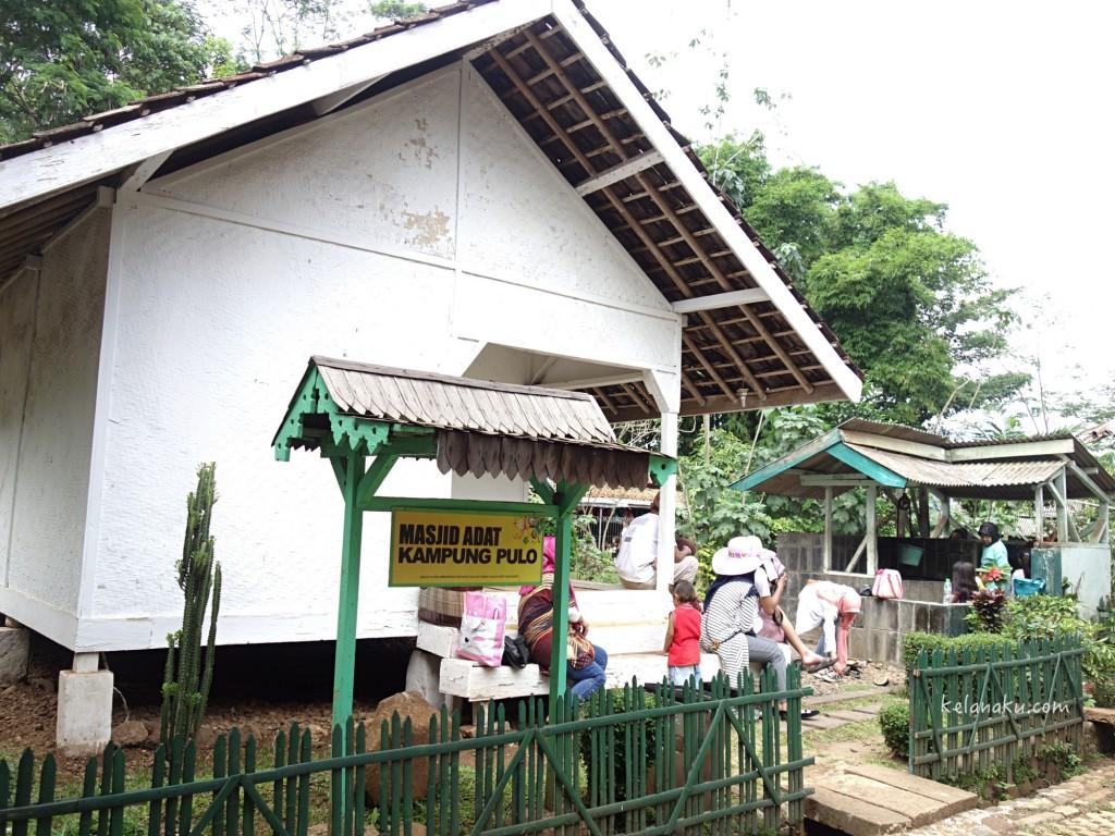 Mesjid Adat Kampung Pulo