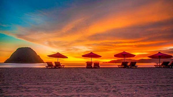 Sunset-di-Pantai-Pulau-Merah-600x337
