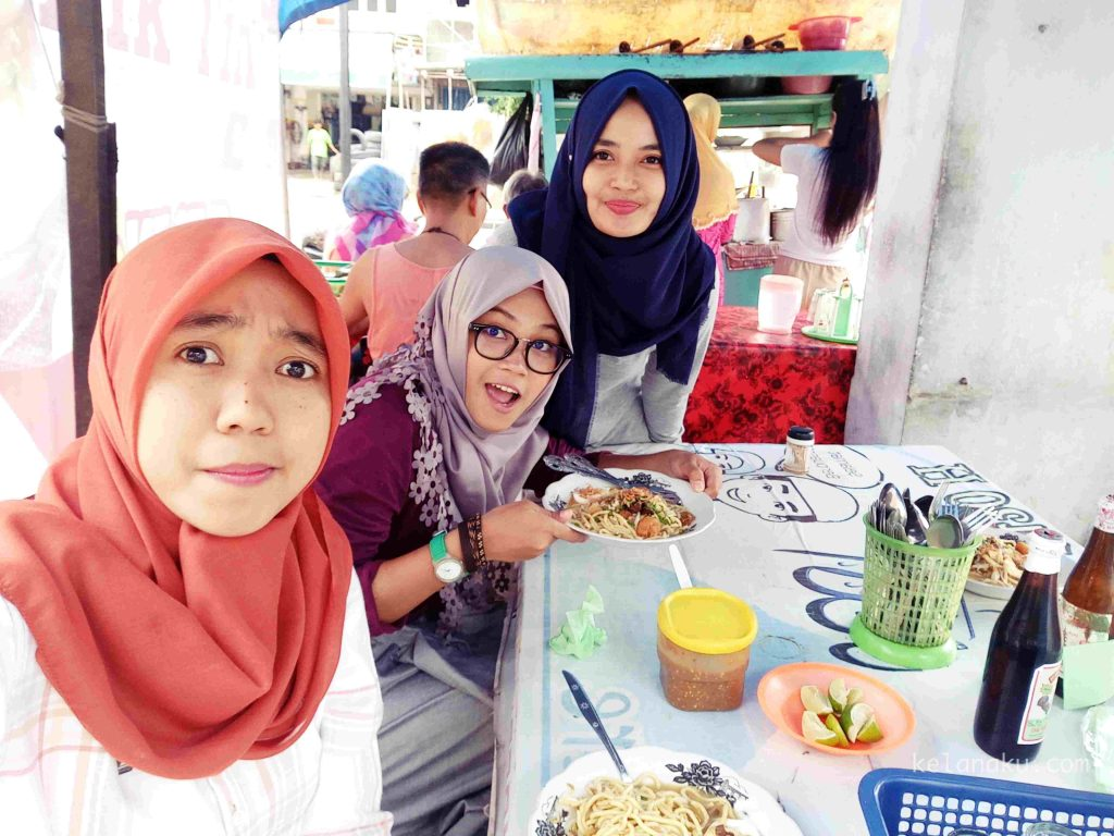 warung-mie-celor-jambi-with-fia-and-tiul