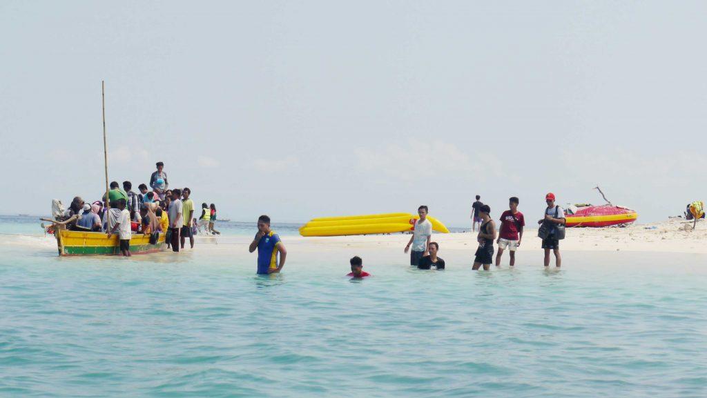 pulau-oar-ramai-pengunjung