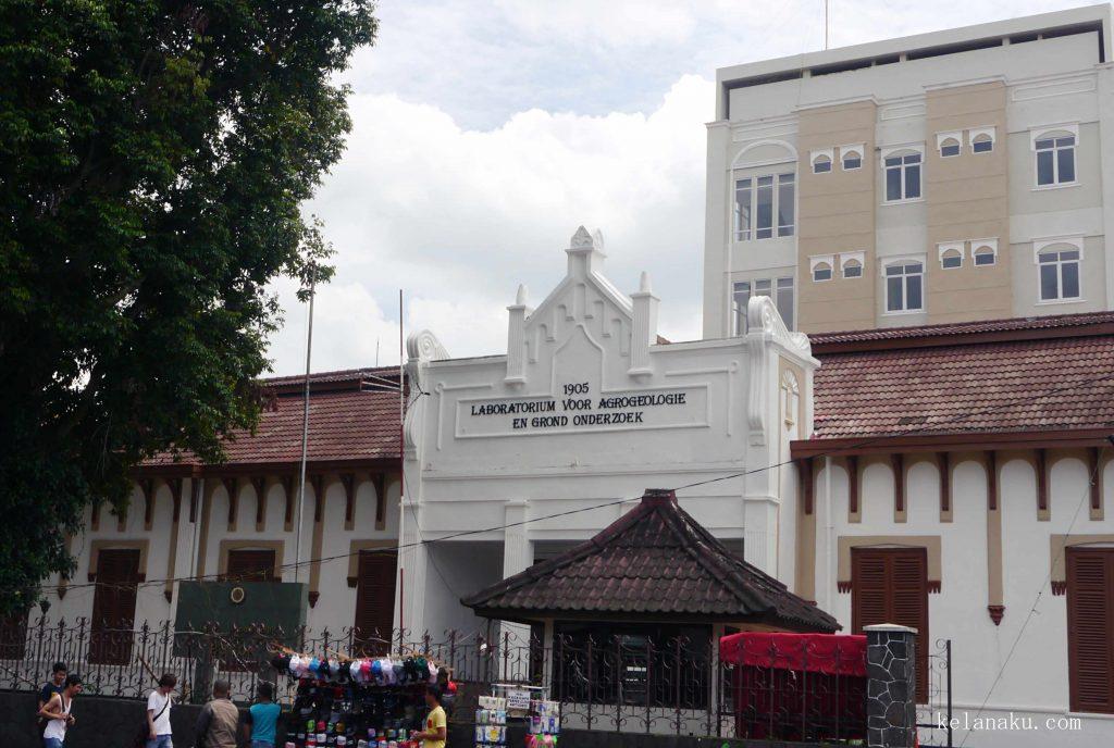 Atap Bangunan Unik_426