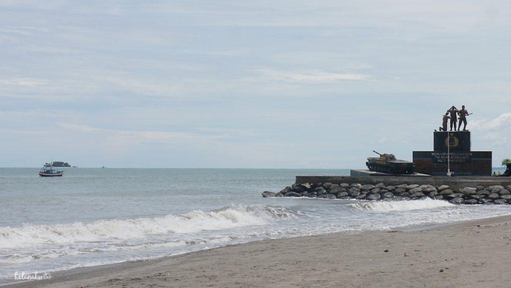 Pantai Gandoriah, Monumen, kelanaku.com