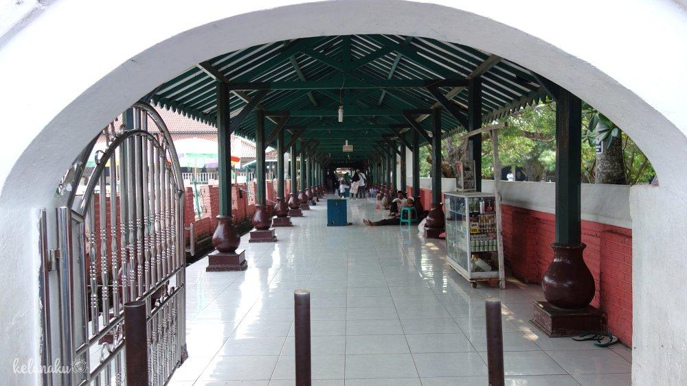 Pintu masuk Masjid Agung Banten