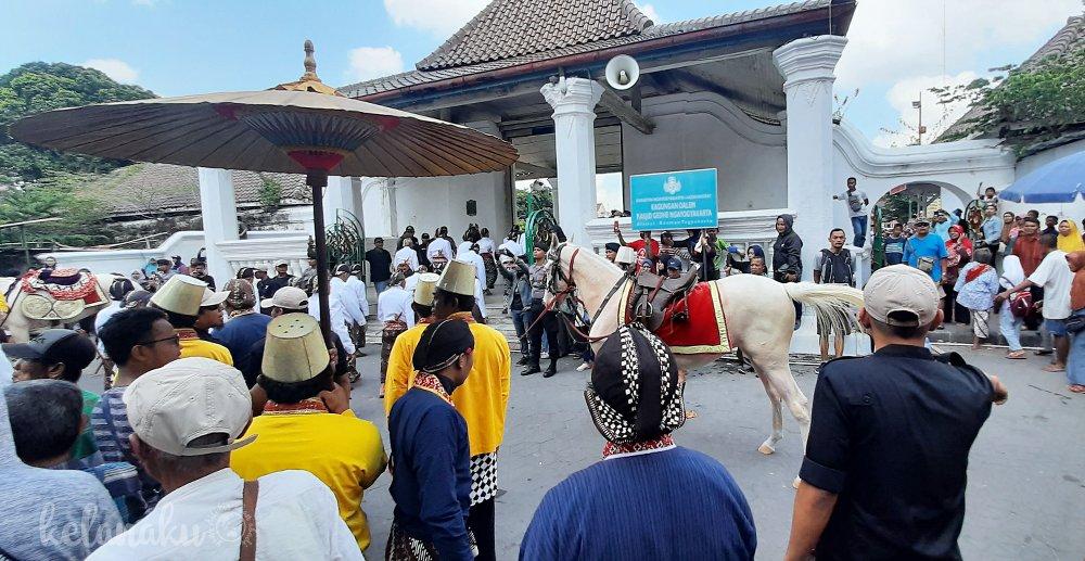 Arak-arakan Grebeg Maulud Yogyakarta